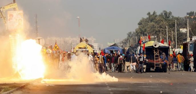 Farmers' protest: Delhi Police fire tear gas shells to disperse farmers at Singhu border